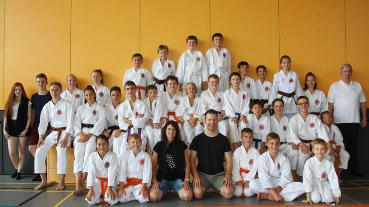 Athleten und Coaches des Karateclub Gipf-Oberfrick.