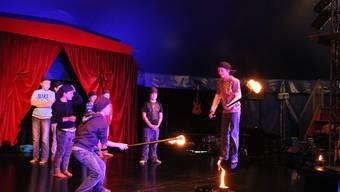 Kinder proben ihre Auftritte im Zirkus Wunderplunder
