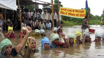 Ein Teil der protestierenden Dorfbewohner in Indien