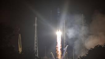 Der Start einer Rakete in Französisch-Guayana mit Satelliten an Bord hat sich erneut verschoben. (Symbolbild)