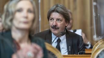 Der Ständerat hat am Donnerstag das Covid-19-Gesetz gutgeheissen. Damit gibt es neu eine Härtefallklausel für Unternehmen. Paul Rechsteiner (SP/SG), Präsident der Gesundheitskommission, fühlte den Zeitdruck beim Beraten der Vorlage.
