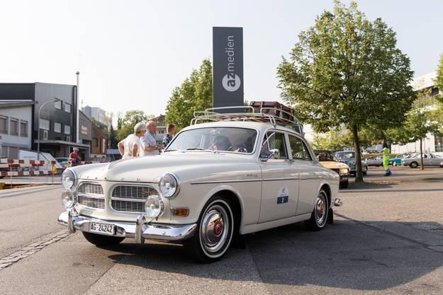 Karosserieform: Limousine Baujahr: 1964 Hubraum: 1800 cm³ Zylinder: 4 Höchstgeschwindigkeit: 145 km/h Leistung: 68 PS Gewicht: 1050 kg Besonderheiten: Original Dachträger, innen und aussen komplett restauriert, 1. Platz bei Swiss Volvo Classic 2017/18