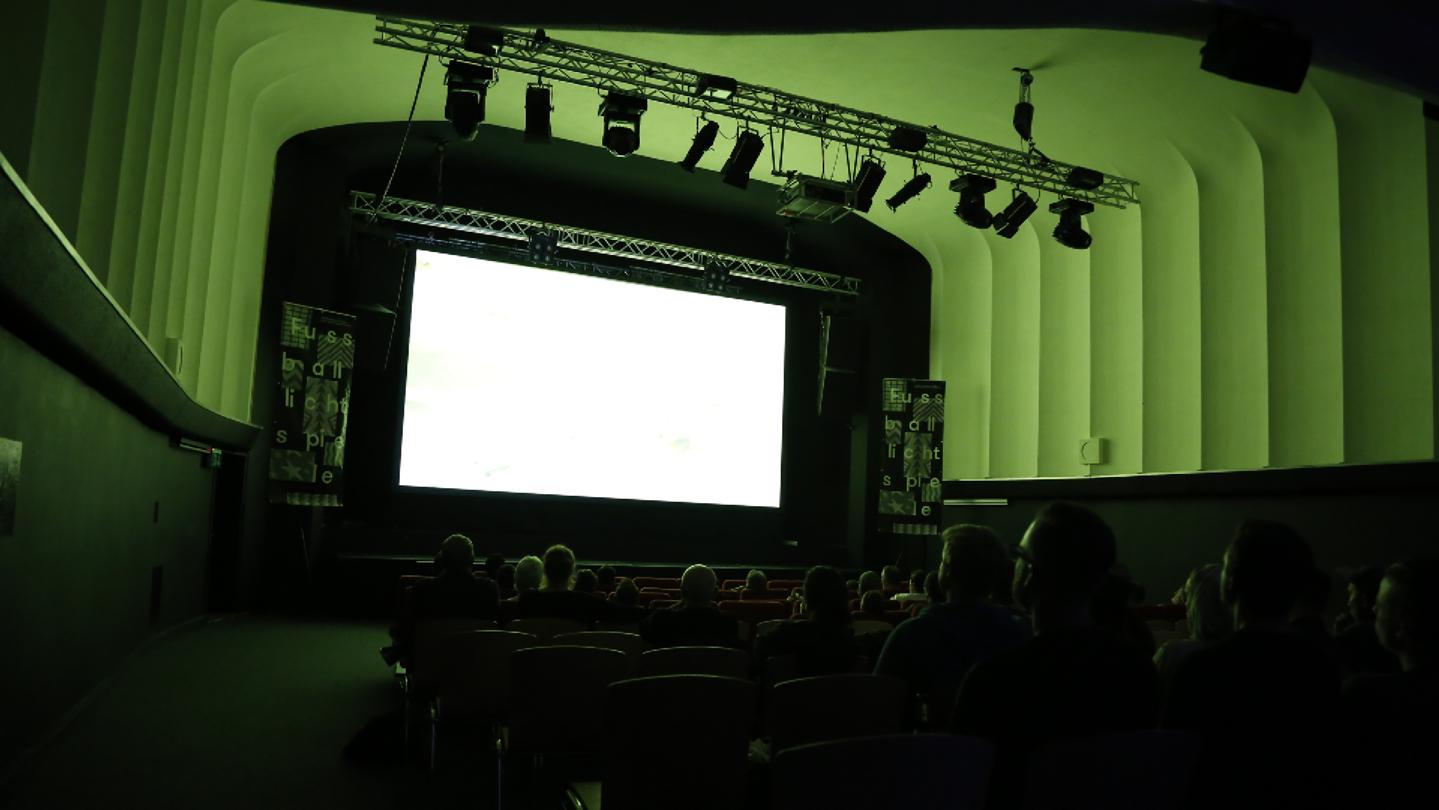 Heute starten die vierten Fussballlichtspiele im Kino Tiffany.