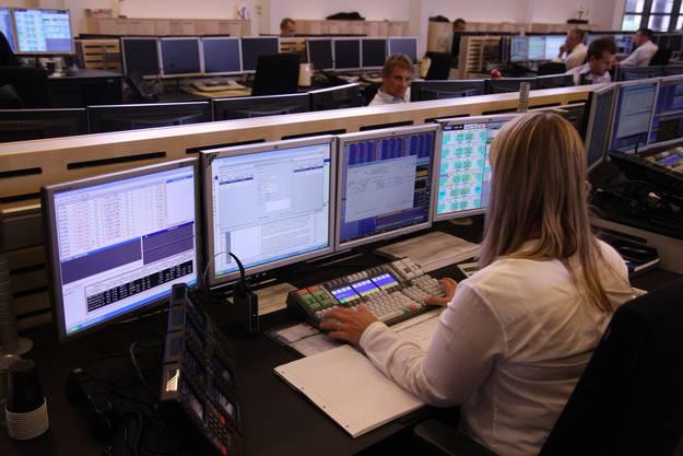 Anno 1994 schaffte die «Wey Elektronik AG» ihren Durchbruch. Dank ihrer eigens entwickelten Video-Matrix erhält das Unterengstringer Unternehmen den Zuschlag, ein Handelszentrum einer Schweizer Grossbank neu auszurüsten. Mit einer speziellen Tastatur, die der Schlieremer Hubert Wey 1982 entwickelte, war es möglich, die Daten von drei Terminals (heute PC genannt) auf 600 Bildschirme zu verteilen. Bald interessierten sich auch andere Börsen auf der ganzen Welt für dieses Produkt. Das Unternehmen ist heute Marktführerin auf diesem Gebiet.