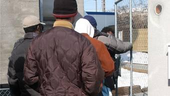 Die Betreuung und Bewachung von Asylbewerbern ist teuer.
