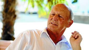 Der 67-jährige Schwarzbube wohnt immer noch in Nunningen, wo er aufgewachsen ist. Als Solothurner Politiker durchlief er alle Stufen vom Gemeinde- bis zum National- und Regierungsrat. In der Solothurner Exekutive war Peter Hänggi von 1991 bis 1997 als Finanz- und Militärdirektor tätig. Seit Juni 2009 präsidiert er die Sicherheitskommission der Swiss Football-League. (bos)