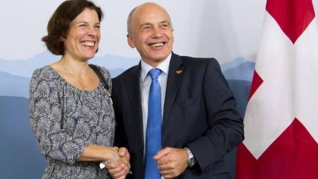 Vollkommen einig: Schwedens Verteidigungsministerin Karin Enström mit Amtskollege Ueli Maurer. Keystone