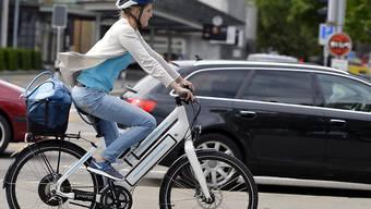E-Bikes in der Stadt dürfen künftig mit Motor fahren.