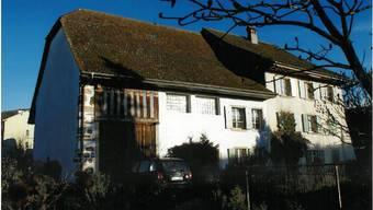 Vor sechs Jahren: Das alte Pfarrhaus mitten in der Gemeinde war 2011 wieder in gutem Zustand anzutreffen.