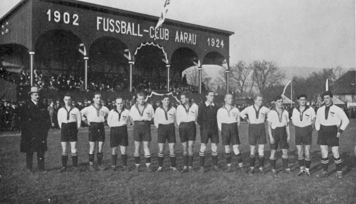 Seit dem 12. Oktober 1924 nennt der FCA das Brügglifeld sein Heim. (Die alte Holztribüne brannte 1929 komplett ab.)