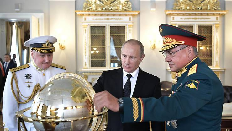 Russland will als Reaktion auf neue, von den USA geplante Sanktionen Hunderte amerikanische Diplomaten ausweisen.