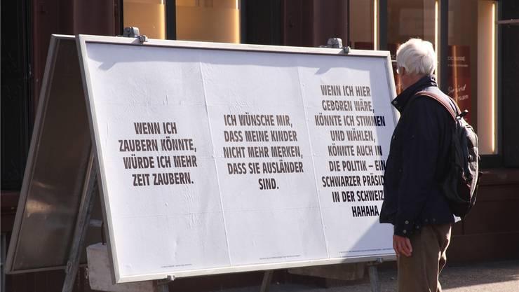 Der Künstler Tim Etchells hat die Stimmen verhinderter Wahlgänger publiziert.