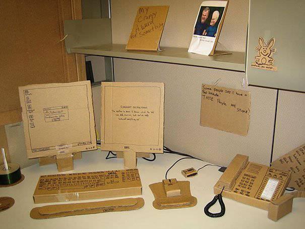Comupter-Desk aus Karton (prank.im)