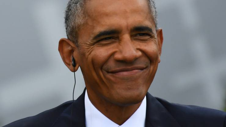 ARCHIV - Der ehemalige US-amerikanische Präsident Barack Obama nimmt an einer Gesprächsrunde des 36. Evangelischen Kirchentages vor dem Brandenburger Tor  teil. Foto: Ralf Hirschberger/dpa-Zentralbild/dpa