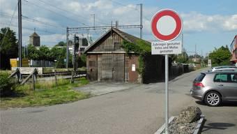 Die temporären Fahrverbote – hier die Einfahrt in die Hintere Bahnhofsstrasse – werden nicht im Boden verankert, sondern stehen auf einem Betonsockel.