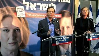 Herzog (l) und Livni stellen das Wahlprogramm vor