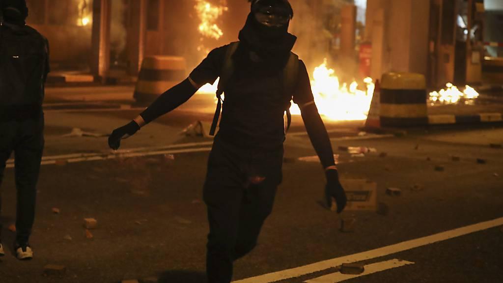 Die Regierung in Hongkong geht wegen der eskalierten Massenproteste von einer tiefen Rezession aus. 2019 wird beim Bruttoinlandprodukt (BIP) jetzt ein Rückgang von 1,3 Prozent erwartet. (Archiv)