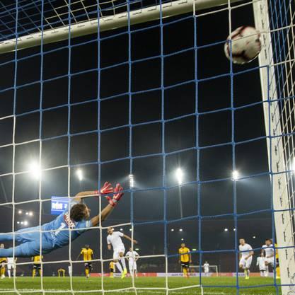 Roberto Rodriguez verwandelt nach einer knappen Stunde Zürichs zweiten Penalty zum 3:1.