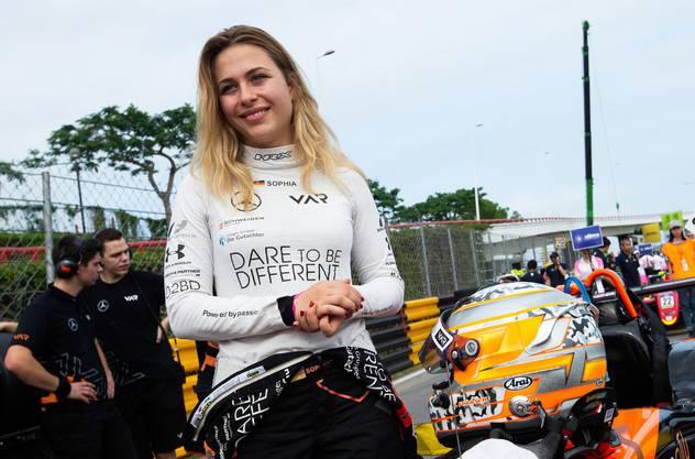 Sophia Flörsch vor dem Rennen, das für sie im Spital endete.