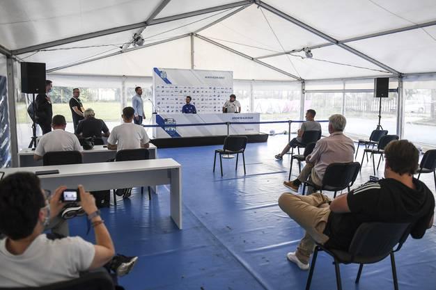 Die Uefa achtet penibel auf das Einhalten des Sicherheitsabstandes.
