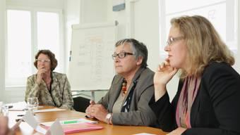 Vor den Kopf gestossen: (v.l.) Susi Rupp, Präsidentin der Frauenzentrale Aargau, Doris Fischer-Taeschler, Präsidentin Betriebskommission AIK, und Claudia Rohrer, Mitglied Betriebskommission AIK, kämpfen um die Inkassostelle.