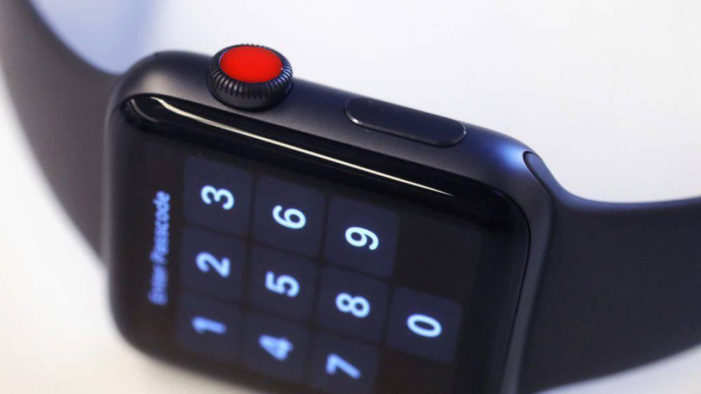 Apple musste Berichte bestätigen, wonach sich die Apple Watch unaufgefordert mit unbekannten WiFi-Hotspots ohne Internetzugang verbinde.