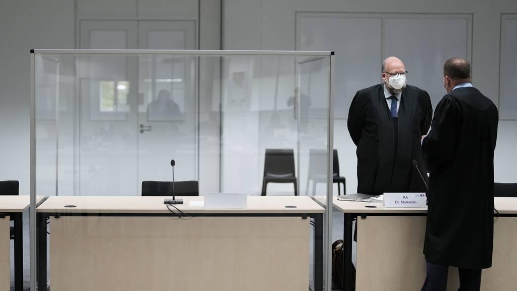 Angeklagte ehemalige KZ-Sekretärin nach Flucht in Deutschland gefasst