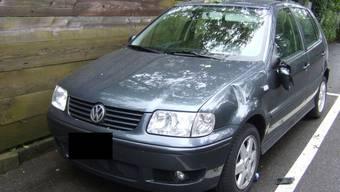 Die unbekannten Täter beschädigten zahlreiche parkierte Autos. (Symbolbild)