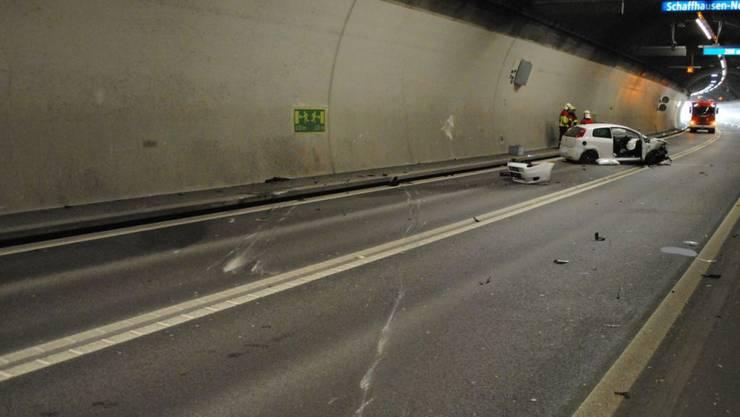 Bei einem Unfall im Schaffhauser Fäsenstaubtunnel sind drei Personen leicht verletzt worden.