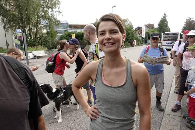 Die 7. Etappe führte am 25.7 durch die Grenchner Witi. Maria Brehmer, die redaktionelle Leiterin Leserwandern, nahm die 90 Teilnehmerinnen und Teilnehmer am Bahnhof Grenchen in Empfang.