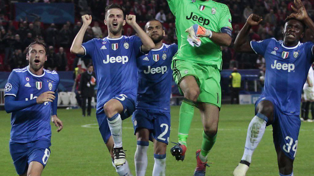 Die Akteure von Juventus Turin, hier angeführt von Goalie Gianluigi Buffon (grün), wollen auch heute Abend in der Champions League wieder jubeln