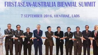 Gruppenbild der Spitzenteilnehmer am Mittwoch am ASEAN-Gipfel in Laos.