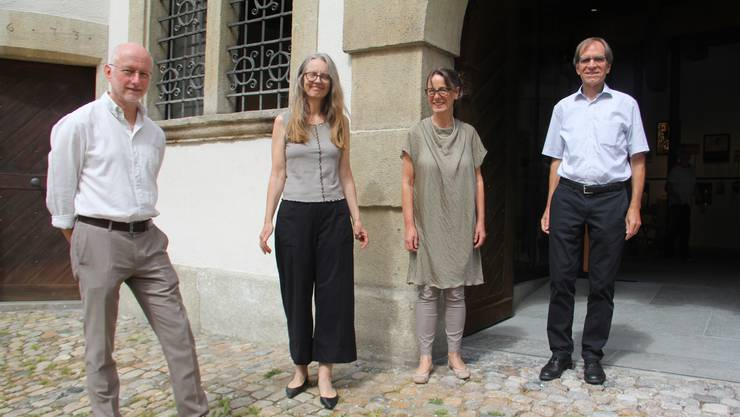 Sie freuen sich am Sonntagmittag über den grosszügigen Eingangsbereich zum Stadtmuseum (v. l.): Museumsgestalter Dominik Sauerländer, Architektin Peggy Liechti, Präsidentin Brigitte Süess von der Museumskommission und Bruggs Vizeammann Leo Geissmann.