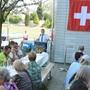 Landammann Roland Heim bei seiner Ansprache in Härkingen. Den begehrten Schatten spendete die Mehrzweckhalle.