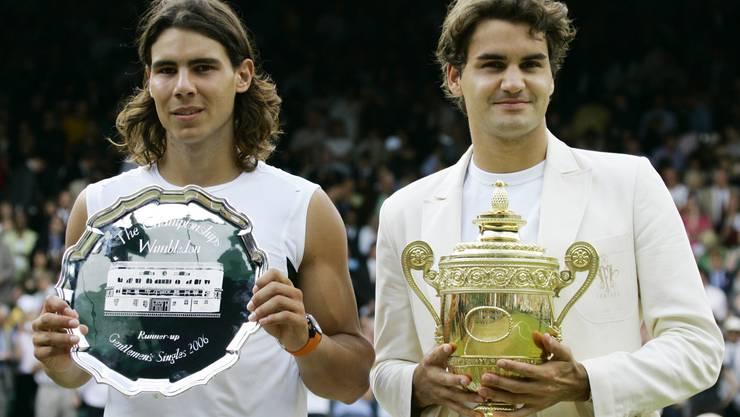 2006: Federer vs. Nadal 6:0, 7:6 (7:5), 6:7 (2:7), 6:3 Federer steht im Zenit seines Schaffens. Er gewinnt zum dritten Mal in Folge mehr als zehn Turniere in einem Jahr und weist Ende Jahr eine 92:5-Siegbilanz auf. Auf dem Weg zum vierten Wimbledon-Titel gibt er nur im Final gegen Rafael Nadal einen Satz ab, gegen den er in diesem Jahr zuvor alle Duelle verloren hatte, unter anderem im Final der French Open. «Es war schrecklich eng», sagt Federer nach dem vierten Triumph in Folge. «Ich bin sehr glücklich. Das war das beste Grand-Slam-Turnier meiner Karriere.»