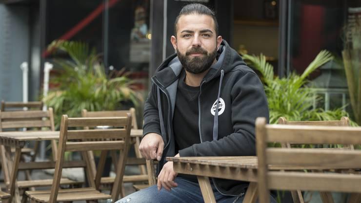 """Stefan Konutgan, derbisher das Burgerlokal Manito am Schlossbergplatz betreibt, expandiert auf die andere Seite des """"Blinddarms""""."""