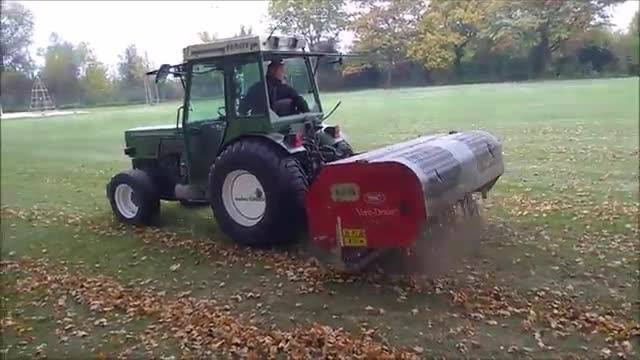 Rasenpflege auf Grenchner Fussballfeldern