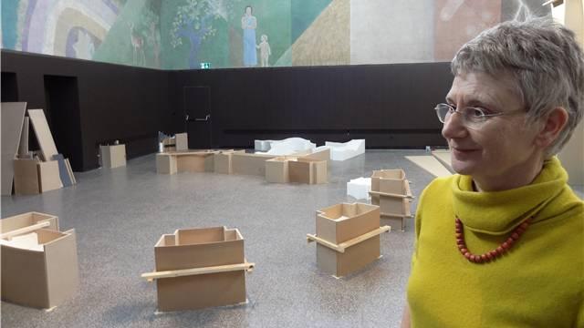 Ruth Loibl, Kuratorin der Ausstellung «Kunst Lokal» in der Rheinfelder Kurbrunnenanlage. – Foto: chr
