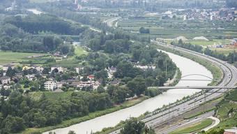 Werden solche Flusslandschaften nicht revitalisiert, muss Gewässerraum ausgeschieden werden. In den Kantonen regt sich Widerstand, weil in dieser Zone die landwirtschaftliche Nutzung eingeschränkt ist. (Archivbild)