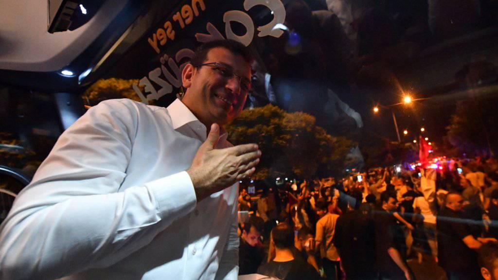 Der Chef der türkischen Wahlbehörde hat den Sieg des Oppositionskandidaten Ekrem Imamoglu in der Istanbuler Bürgermeisterwahl bestätigt. Laut dem vorläufig offiziellen Ergebnis der Wahl vom Sonntag erreichte Imamoglu von der grössten Oppositionspartei CHP 54,21 Prozent der Stimmen. (Archivbild)