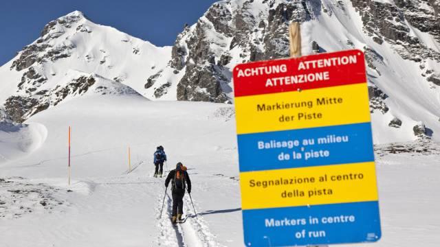 Gefährlich: Skitourengänger verlassen die gesicherte Piste (Archiv)