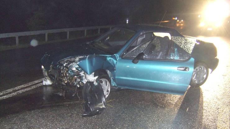 Totalschaden: Das Unfallauto musste abgeschleppt werden. (Kapo BL)