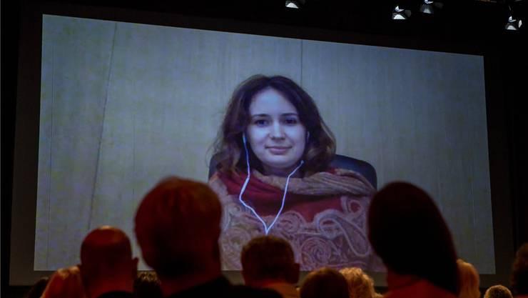 Violinistin Patricia Kopatchinskaja wurde per Skype zur Preisverleihung in der Kaserne Basel zugeschaltet. Keystone