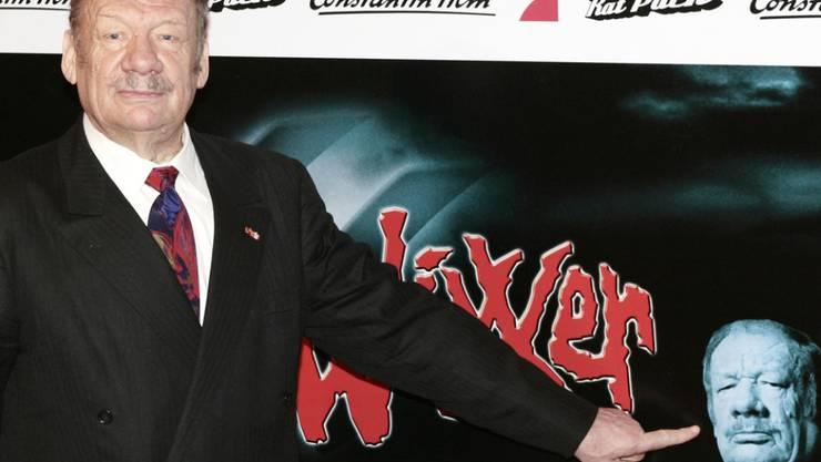 """Wolfgang Völz vor der Premiere des Films """"Neues vom Wixxer"""" (Archiv)."""
