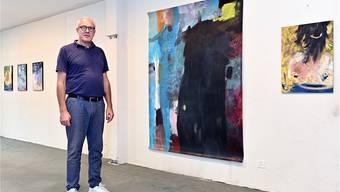 Christoph Oeschger organisiert im ehemaligen Kleidergeschäft Herren Globus die zweite Kunstausstellung in Olten.
