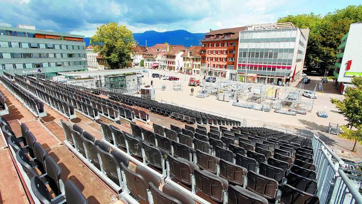Jurablick:  Diese Aussicht können die Kinofans ab nächstem Donnerstag auf der Tribüne des Open-Air-Kinos am Dornacherplatz geniessen. Die neue, grössere Leinwand wird am Gerüst vor dem Coop Rosengarten platziert sein. (Bild: Felix Gerber)