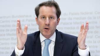 SVP-Fraktionschef Thomas Aeschi wirft dem Bundesrat vor, er treibe «die Schweiz in die Armut».
