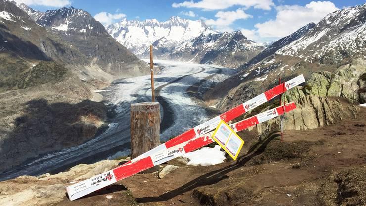 Beim Aletschgletscher sind sechs Kilometer Wanderwege gesperrt. Weil sich der Gletscher zurückzieht, wird der Fels instabil (Aufnahme vom 31. Mai 2017).