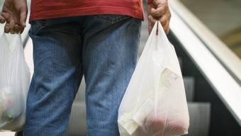 Herkömmliche Plasticsäcke könnten so rezykliert und das zurückgewonnene Granulat könnte wieder für neue Produkte verwendet werden. (Archiv)