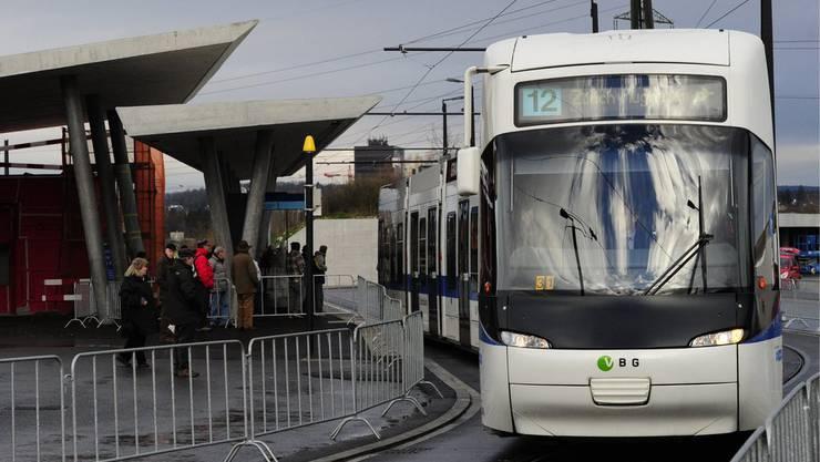 Tram 12.